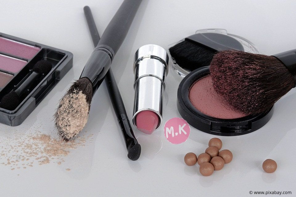 cara memilih merk kosmetik yang aman