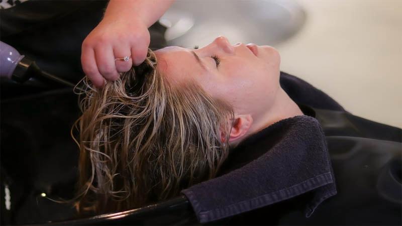 Manfaat Menggunakan Shampo Pelurus Rambut